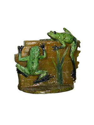 Bronze 2 Frogs on a Wall - Special Patina